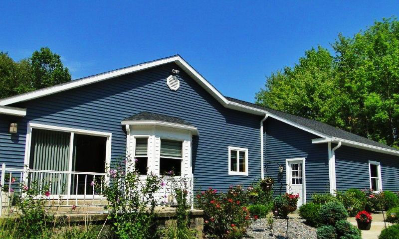 Tops roofing remodeling erie pa photo gallery for Ranch homes with vinyl siding